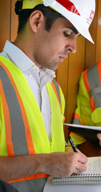 Othon Oliviera, program manager with Agência Nacional de Águas, Brazil, makes notes during a June 3, 2015, site visit in Sacramento, California.
