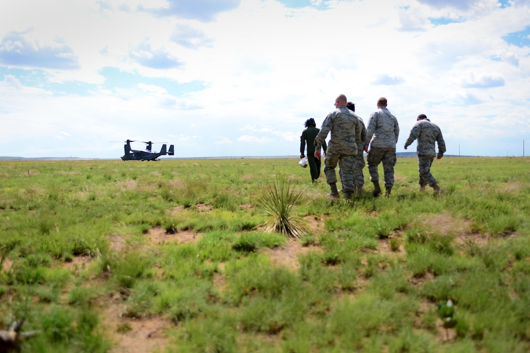 Airmen walk toward a CV-22 Osprey during an exercise June 9, 2015 at Melrose Air Force Range, N.M. During the exercise, finance and contracting Air Commandos received financial training and practiced managing contracts and contract personnel in a contingency environment. (U.S. Air Force photo/Senior Airman Eboni Reece)