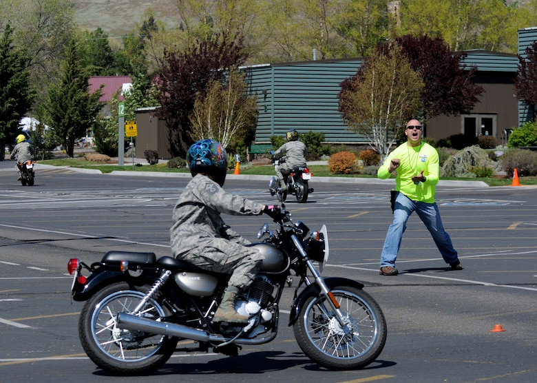 """Oregon Air National Guard Master Sgt. Laduska Wright, 270th Air Traffic Controller and 1st Sgt., receives instruction from Senior Master Sgt. Pete Weigman, 173rd Fighter Wing Airfield Manager, during an exercise at a """"Rider Skills Practice"""" course offered by Team Oregon at Klamath Falls, Ore., May 2, 2015. Team Oregon's RSP course provides motorcyclists with additional training exercises that build critical crash-avoidance skills such as stopping quickly, swerving effectively, and cornering skillfully. (U.S. Air National Guard photo by Senior Airman Penny Snoozy/Released)"""