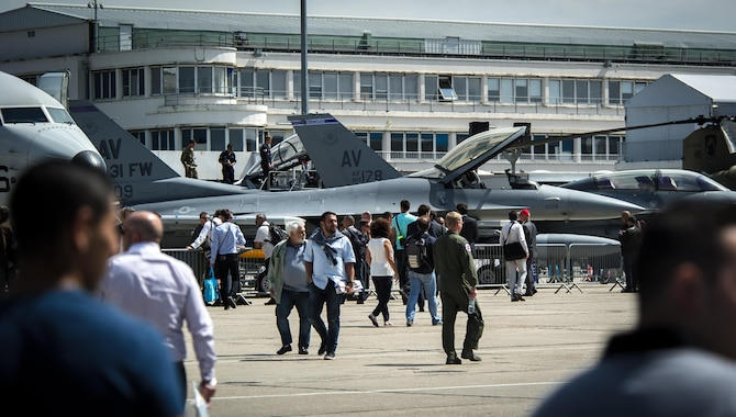 Crowds of industry professionals and media tour a pair of F-16 Fighting Falcons from Aviano Air Base, Italy, during the 51st International Paris Air Show at Le Bourget Airport, France, June 16, 2015. The air show provided a collaborative opportunity to share and strengthen the U.S. and European strategic partnership that has been forged during the last seven decades and is built on a foundation of shared values, experiences and vision. (U.S. Air Force photo/Tech. Sgt. Ryan Crane)