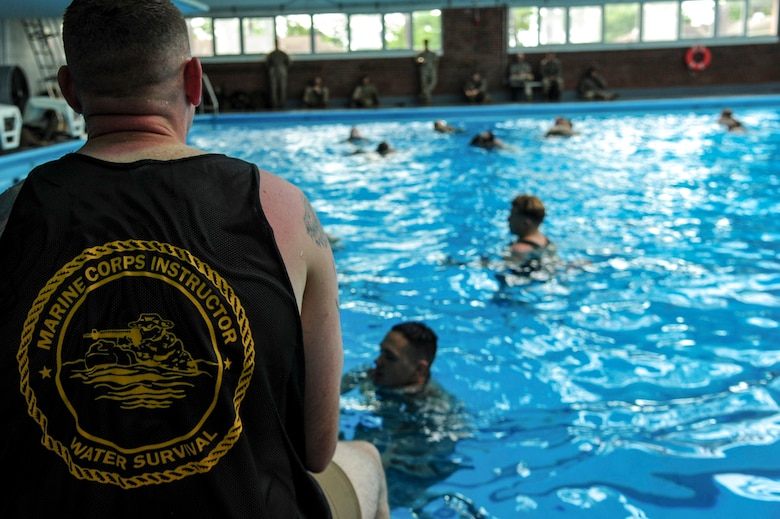 Photos u s marines dive into water survival training seymour johnson air force base for Seymour johnson afb swimming pool