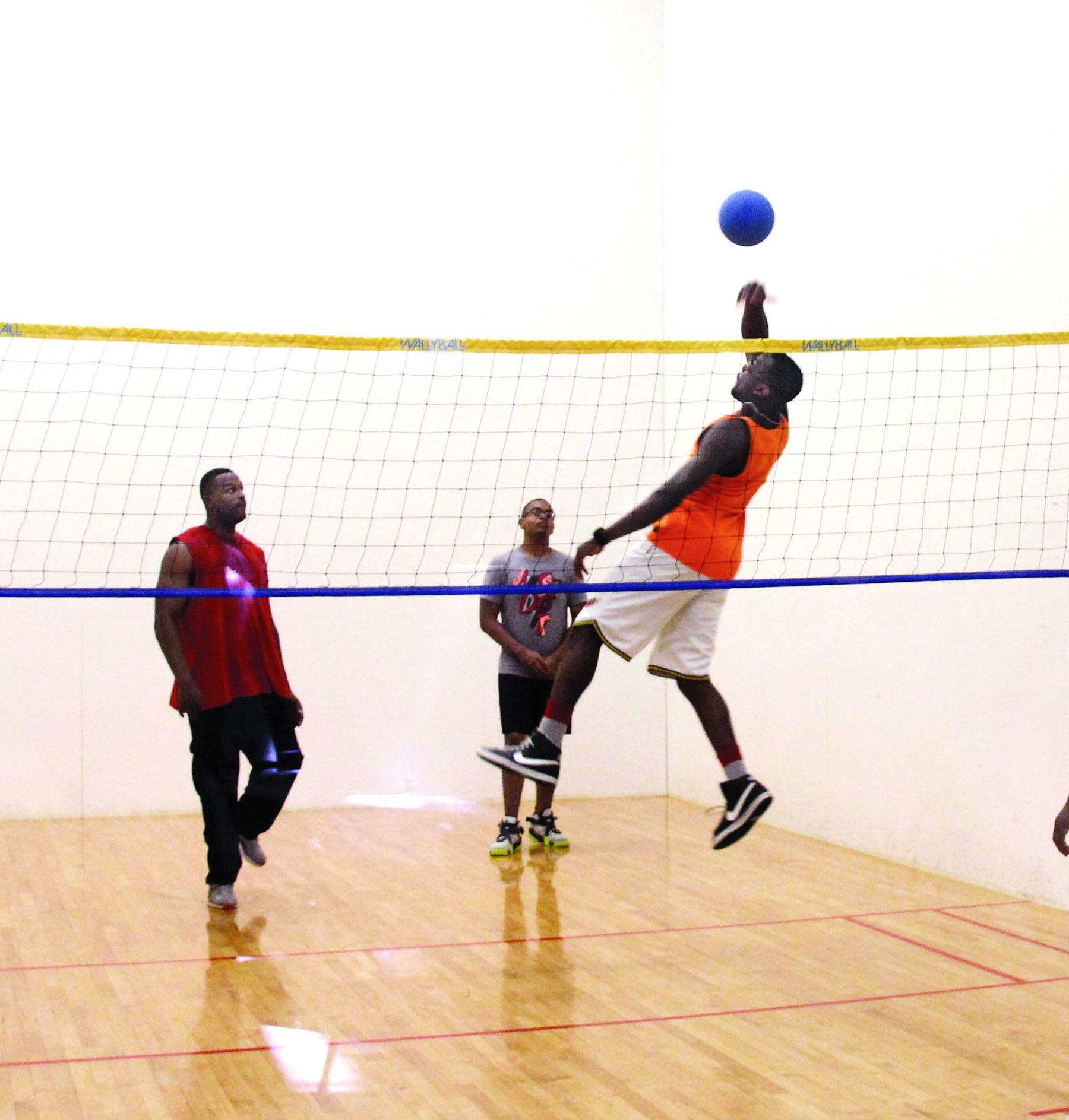Wallyball game fuels men?s health fair at Barber Gym > Marine Corps ...