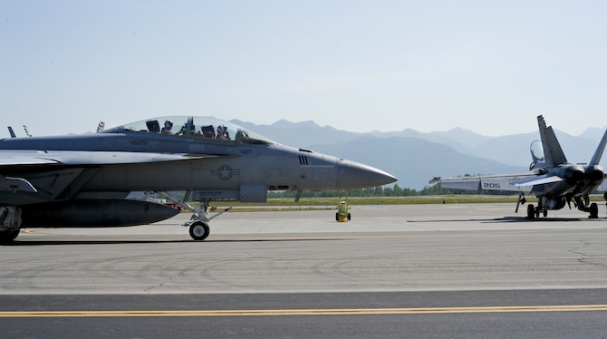 A U.S. Navy F/A-18F Super Hornet taxis after returning from a mission, during Exercise Northern Edge at Joint Base Elmendorf-Richardson, Alaska, June 18, 2015. Northern Edge 15 is Alaska's premier joint training exercise designed to practice operations, techniques and procedures as well as enhance interoperability among the services. Thousands of participants from all services, from active duty, Reserve and National Guard units, are involved. (U.S. Air Force photo by Staff Sgt. William Banton/Released)‪