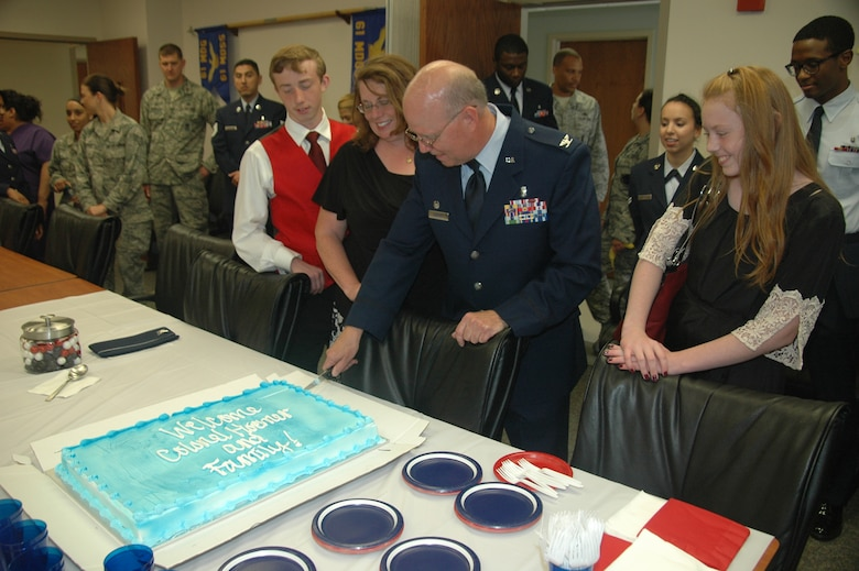 Col. (Dr.) Paul J. Hoerner, incoming 61st Medical Squadron commander cuts into a ceremonial cake welcoming him, his wife Karen, son Ryan and daughter Rachel. As the newest commander of the 61st MDS, Hoerner is responsible for ensuring more than 1,200 active duty personnel assigned to the Space and Missile Systems Center at Los Angeles Air Force Base are medically fit and ready for contingency (natural disasters and wartime) operations. He commands a staff of 178 active duty, government civilians and contract medical staff providing care for more than 171,000 eligible patients across the greater Los Angeles metropolitan area. (U.S. Air Force photo/Jim Spellman)