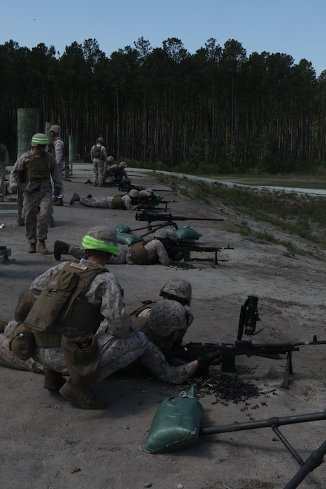 Marines with the Machine Gunner's Course fire M240B medium machine guns during a live-fire exercise aboard Camp Lejeune, N.C., April 23, 2014. 21 Splitting into teams of two, the Marines fired the M249 squad automatic weapon light machine gun, M240B medium machine gun, and the M2 .50-caliber heavy machine gun. (U.S. Marine Corps photo by Pfc. David N. Hersey)