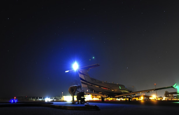 Airmen assigned to the 1st Special Operations Logistics Readiness Squadron conduct a hot refuel on a U-28A during Forward Area Refueling Point training on Hurlburt Field, Fla., May 7, 2015. FARP first came about after the 1980 Iran hostage rescue attempt. After this event, the Air Force realized the need for a highly-efficient way to transfer fuel from one aircraft to another, in non-standard and hostile environments. (U.S. Air Force photo/Airman Kai L. White)