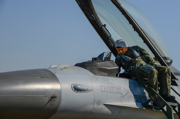 A Republic of Korea air force pilot prepares to get into an F-16 Fighting Falcon during Buddy Wing 15-3 March 25, 2015, at Osan Air Base, ROK. The program is an opportunity for U.S. Air Force and ROKAF pilots to interact during a smaller scale exercise. (U.S. Air Force photo by Senior Airman Matthew Lancaster)