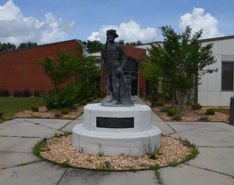 The Minuteman statue stands proudly in front of the 116th Force Support Squadron, Robins Air Force Base, Ga., May,26, 2015.  Now as a symbol of the National Guard, minutemen were once members of teams of select men from the American colonial partisan militia during the American Revolutionary War. They provided a highly mobile and rapidly deployed force that allowed the colonies to respond quickly to the threat of war.   (U.S. Air National Guard photo by Tech. Sgt. Julie Parker/Released)