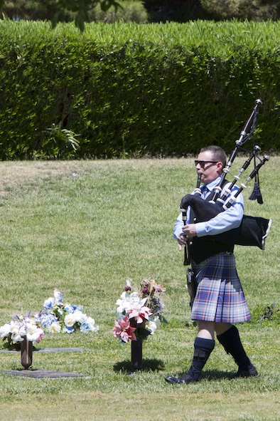 Danny Packer plays the bagpipes during a Memorial Day ceremony at the Davis Funeral Homes and Memorial Park in Las Vegas, May 25. The local community paid tribute to veterans of foreign wars who sacrificed their lives. (U.S. Air Force photo by Lorenz Crespo)