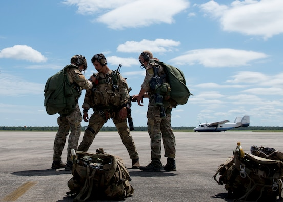 Special Tactics Airmen from the Special Tactics Training Squadron, 24th Special Operations Wing, Hurlburt Field, Fla., check each other's gear before the team's free-fall at Eglin Range, Fla., April 23, 2015. The STTS delivers advanced and special tactics skills to a wide variety of joint special operations career fields, including combat controllers and special tactics pararescuemen. (U.S. Air Force photo/ Tech. Sgt. Jasmin Taylor)