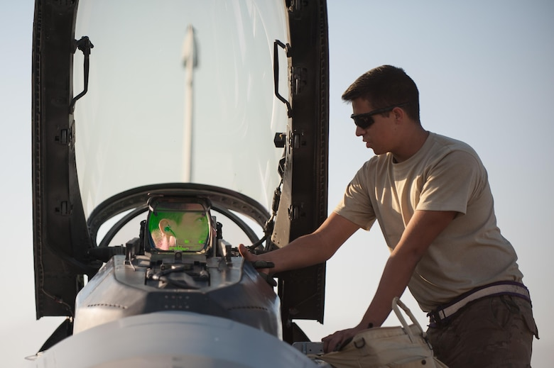 Capt. Tyler McBride, left, 421st Expeditionary Fighter Squadron chief of safety, deployed from Hill Air Force Base, Utah, shakes hands with Airman 1st Class Christian Lamb, 455th Expeditionary Aircraft Maintenance Squadron crew chief, deployed from Aviano Air Base, Italy, before flying his first combat sortie in an F-16 Fighting Falcon at Bagram Airfield, Afghanistan, Oct. 30, 2015. The 555th EFS, deployed from Aviano Air Base, Italy, is nearing the end of its six-month deployment at Bagram and will hand the reins over to the 421st EFS in support of Operation Freedom's Sentinel and NATO's Resolute Support mission. (U.S. Air Force photo by Tech. Sgt. Joseph Swafford/Released)