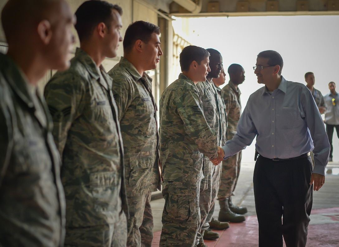 U.S. Ambassador to Israel, Daniel Shapiro, meets with Airmen from the 493rd