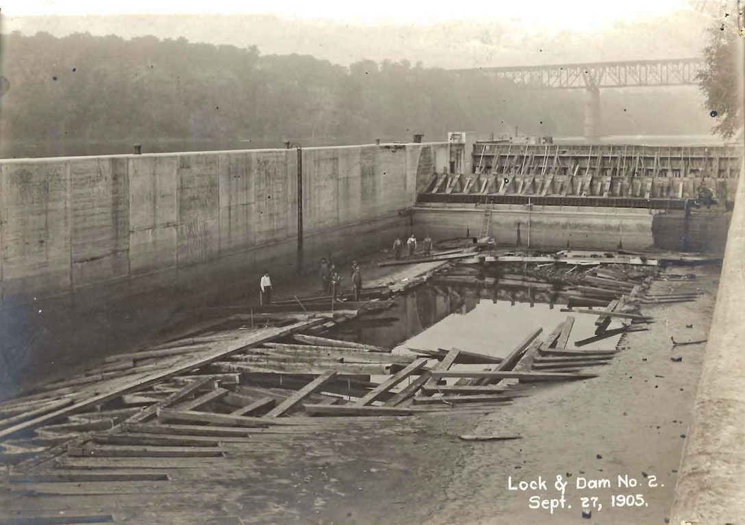 Meeker Lock and Dam under construction Sept. 27, 1905.