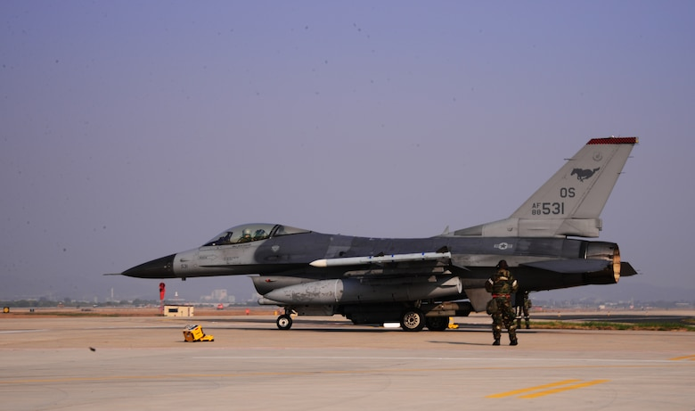 Airmen assigned to the 36th Aircraft Maintenance Unit perform final checks on an F-16 Fighting Falcon assigned to the 36th Fighter Squadron Nov. 4, 2015, at Osan Air Base, Republic of Korea. The Fiends are one of more than eight squadrons participating in Vigilant Ace 16. Vigilant Ace 16 is a large-scale exercise designed to enhance combat capabilities and interoperability of the U.S. and Republic of Korea Air Forces. (U.S. Air Force photo/Staff Sgt. Benjamin Sutton)