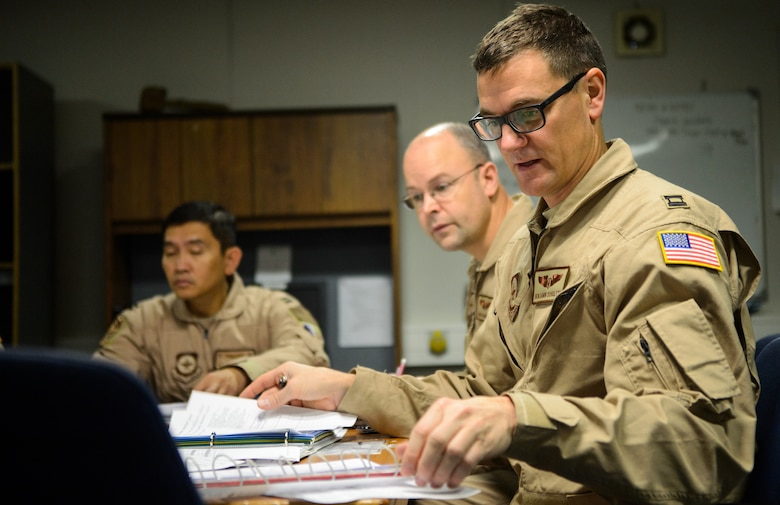 Capt. Benjamin Schultze, right, 10th Expeditionary Aeromedical Evacuation Flight nurse, discusses the flight plan with the medical crew Nov. 10, 2015, at Ramstein Air Base, Germany. The Airmen of the 10th EAEF conducted a flight to evacuate service members in need of medical attention from deployed locations. (U.S. Air Force photo/Staff Sgt. Armando A. Schwier-Morales)