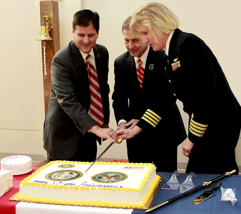Scott Isaaks, left, director of Ralph H. Johnson Veterans Administration