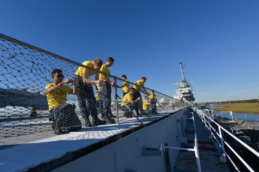 Sailors assigned to Naval Nuclear Power Training Command on Joint Base Charleston Weapons Station repair a fence aboard USS YORKTOWN (CV-10) at Patriot's Pointe Naval and Maritime Museum in Mount Pleasant, S. C., Nov. 13, 2015. More than 3,500 NNPTC staff and students volunteered during the 2015 Trident United Way Day of Caring. (U.S. Navy photo / Mass Communication Specialist 2nd Class Jason Pastrick)