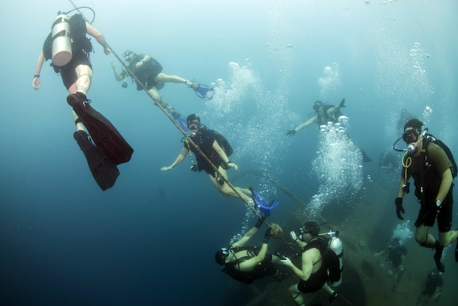 U.S. Navy explosive ordnance disposal technicians conduct diving operations with a South Korean underwater demolition team in waters off Santa Rita, Guam, Nov. 20, 2015. The U.S. sailors are assigned to Commander Task Force 75. U.S. Navy photo by Petty Officer 2nd Class Daniel Rolston