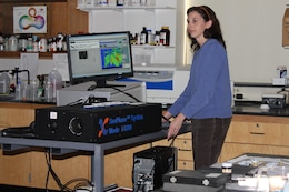 Dr. Jean Nelson of ERDC-GRL using the SeePhase fluorescence lifetime remote imaging system.