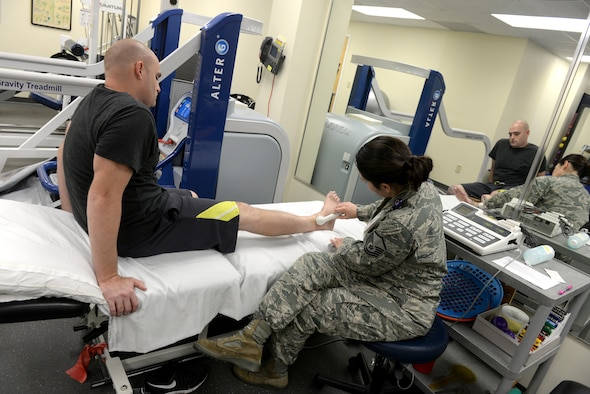 Master Sgt. Shannon Stoner, a 4th Medical Operations Squadron physical therapy technician, performs an ultrasound on Staff Sgt. Christopher Bonds, a 4th Equipment Maintenance Squadron engine mechanic, Nov. 18, 2015, at Seymour Johnson Air Force Base, North Carolina. In order to help patients properly, the base's physical therapists must first diagnose the problem before providing suitable exercises to aid the healing process. (U.S. Air Force photo/Airman 1st Class Ashley Williamson)