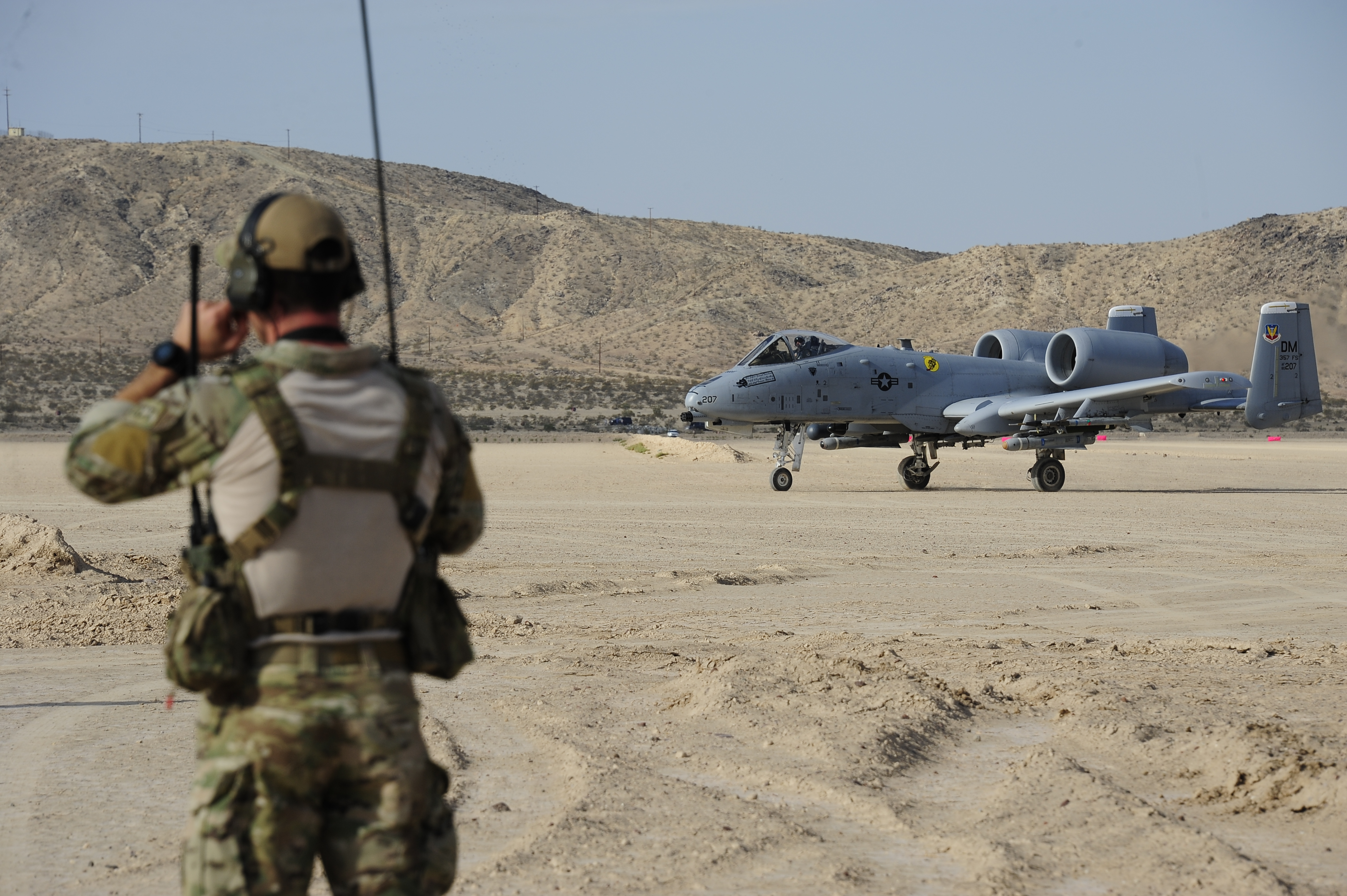 USAF Combat Controller assists A-10C with austere field operations
