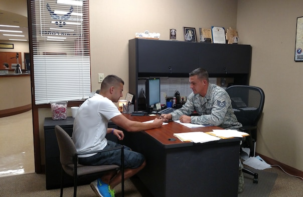 Recruiter Responds To Scene Of Accident Gt Air Force Recruiting Service Gt Article Display