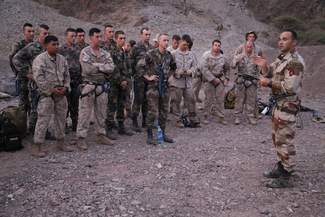 ARTA BEACH, Djibouti (Sept. 27, 2015) An instructor with the French 5th Overseas Combined Arms Regiment (RIAOM) provides guidance to U.S. Marines with the 15th Marine Expeditionary Unit before the start of an obstacle course during a desert survival training. Elements of the 15th MEU are training with the 5th RIAOM in Djibouti in order to improve interoperability between the MEU and the French military. (U.S. Marine Corps photo by Sgt. Steve H. Lopez/Released)