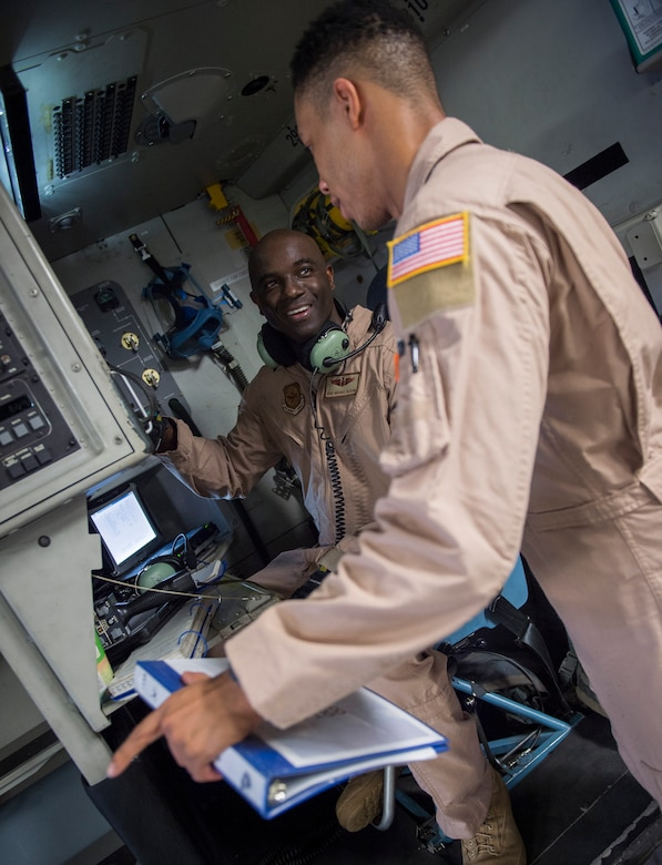 """Master Sgt. Michael Seaton, 14th Airlift Squadron loadmaster superintendent, mentors another loadmaster from the 14th AS inside a C-17 Globemaster III Sept. 29, 2015, on the flightline at Joint Base Charleston – Air Base, S.C. Each year the Airlift/Tanker Association recognizes individuals who have demonstrated superior leadership, made outstanding contributions to the airlift/tanker mission and provided invaluable service to their civilian communities. Seaton was selected for the Air Mobility Command """"Loadmaster"""" General Robert """"Dutch"""" Huyser Award. (U.S. Air Force photo/Airman 1st Class Clayton Cupit)"""