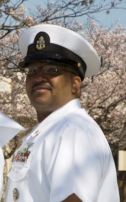Navy Chief Petty Officer Murphy Royal, former Emergency Supply Operations Center and Future Planning chief at Defense Logistics Agency Distribution Yokosuka, Japan, has received the Global Distribution Excellence: Senior Non-Commissioned Officer of the Year award.