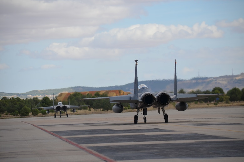 Crew members of the 48th Fight Wing prepare an F-15C Eagle for takeoff at the NATO Tactical Leadership Program in Albacete, Spain, Oct. 8, 2015. The program is a NATO mission commander's school designed to provide multilateral training and increase interoperability amongst allied partners. (U.S. Air Force photo/Capt. Sybil Taunton)