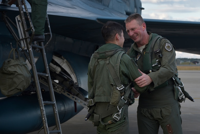 Lt. Gen. John Dolan, the U.S. Forces Japan commander, thanks the Japan Air Self-Defense Force pilot that accompanied him on his flight in a Mitsubishi F-2 at Misawa Air Base, Japan, Oct. 14, 2015. Dolan also thanked the JASDF's 3rd Air Wing leadership for their continued friendship and contributions to the alliance between the U.S. and Japan. (U.S. Air Force photo/Senior Airman Jose L. Hernandez-Domitilo)