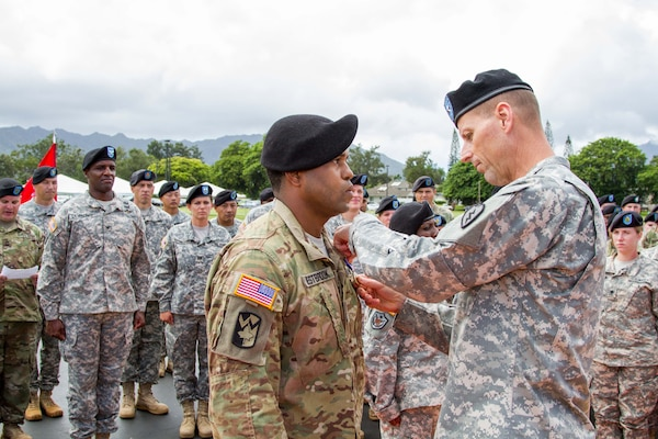 25th Infantry Division Soldier Receives Highest Peacetime Medal