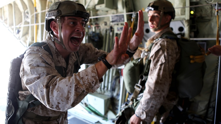 Gunnery Sgt. Gabriel Machado, an airborne and air delivery specialist with 1st Reconnaissance Battalion, 1st Marine Division, notifies a jump team of the estimated time of departure during static-line parachute operations and free fall jump training aboard Marine Corps Base Camp Pendleton, Calif., Oct. 16, 2015. 1st Recon conducted parachute operations in preparation for future deployments.