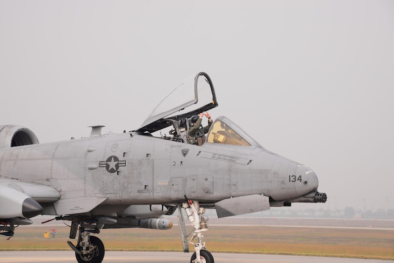 A U.S. Air Force pilot taxis an A-10 Thunderbolt II along the runway of Osan Air Base, Republic of Korea, Oct. 16, 2015. A-10s from the 25th Fighter Squadron participated in the combat search and rescue exercise Pacific Thunder 15-02. Exercise Pacific Thunder brought together U.S. forces from the Air Force, Marines, and units from the Republic of Korea air force to practice air combat and CSAR by focusing on enhancing interoperability and combat readiness of the military alliance across the Korean Peninsula. (U.S. Air Force photo by Staff Sgt. Benjamin Sutton/Released)