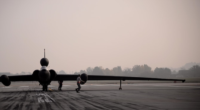 Airmen assigned to the 5th Reconnaissance Squadron perform last-minute checks on a U-2 Dragon Lady before it takes off Oct. 23, 2015, at Osan Air Base, South Korea. The U-2 Dragon Lady is an important part of the Air Force's intelligence, surveillance and reconnaissance (ISR) mission enterprise, and provides high-altitude, all-weather surveillance and reconnaissance in direct support of U.S. and allied forces. (U.S. Air Force photo/Staff Sgt. Benjamin Sutton)