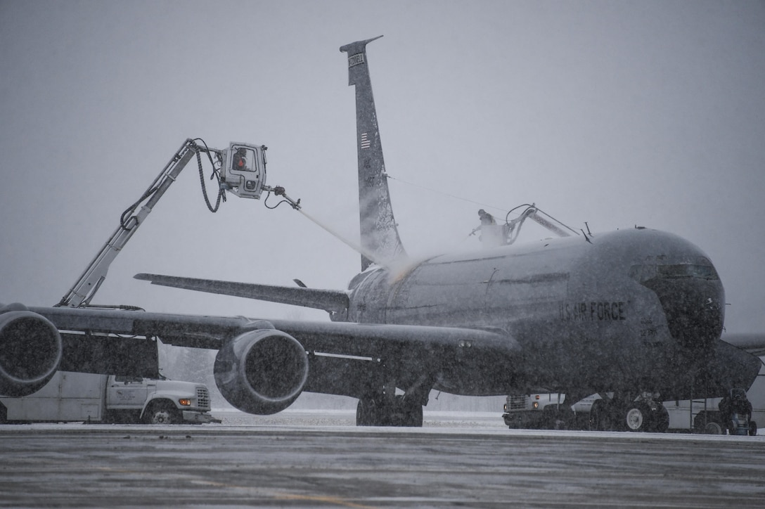 A KC-135 Stratotanker is de-iced in front of 5 Hangar at 5 Wing Goose Bay, Newfoundland and Labrador, the morning of Oct. 23, 2015, during Exercise Vigilant Shield 16. From Oct. 15-26, 2015, approximately 700 members from the Canadian Armed Forces and the U.S. Air Force, Navy and Air National Guard deployed to Iqaluit, Nunavut, and 5 Wing Goose Bay, Newfoundland and Labrador, for Exercise Vigilant Shield 16. (U.S. Air National Guard photo/Senior Master Sgt. Chris Drudge)
