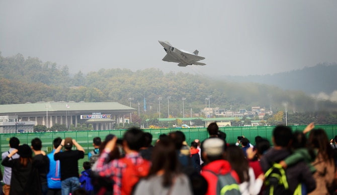 The F-22 Raptor demonstrates its unique flight capabilities for thousands of Korean civilians at the 2015 Seoul International Aerospace and Defense Exhibition held at Seoul Airport, Republic of Korea, Oct. 24, 2015. The Seoul ADEX gives American service members a chance to showcase their outstanding aircraft and equipment to the Korean public. (U.S. Air Force photo/Staff Sgt. Amber Grimm)
