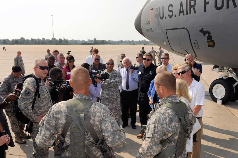 150902-Z-EZ686-057 – Members of Congress and their staff converse with Soldiers and Airmen of the Michigan National Guard during a tour of Selfridge Air National Guard Base, Sep. 2, 2015.  In an historic visit, seven members of Congress toured Selfridge ANGB to gain insight into the diverse missions, capabilities and the future potential of the base.  (Air National Guard Photo by Master Sgt. David Kujawa/Released)