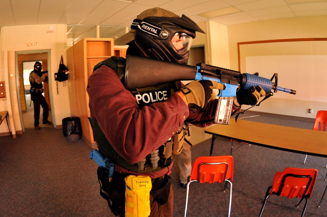 Police officers practice room clearing procedures during a training scenario Sept. 3, 2015 at Carl Ben Eielson Elementary School on Grand Forks Air Force Base, North Dakota. Nearly two dozen law enforcement officers from various agencies across the region came together here during the first week of September 2015 for some classroom and hands-on training dealing with a variety of active shooter scenarios. (U.S. Air Force photo/Staff Sgt. Susan L. Davis)