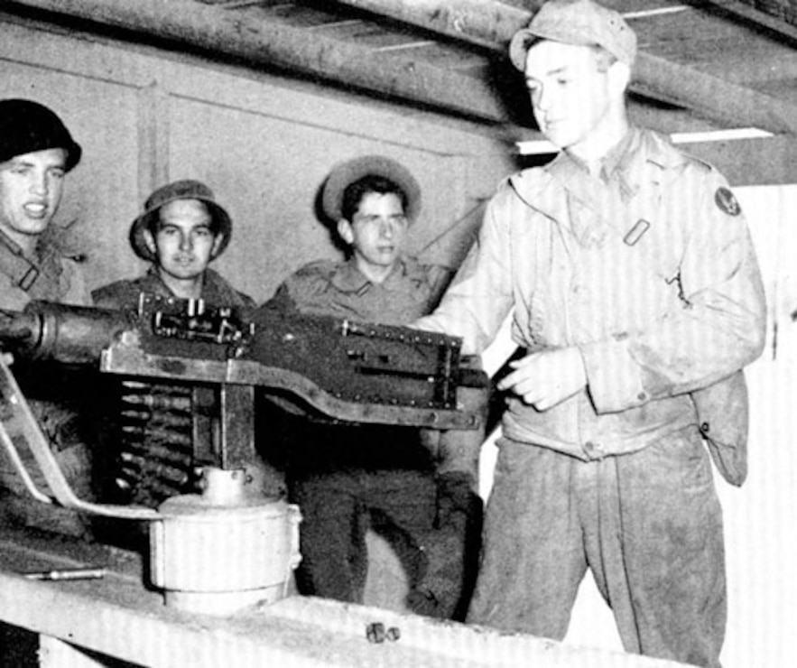Teaching gunnery students how to repair their guns. Kingman Ground-to-Ground Gunnery Range  Source: Kingman Army Airfield Historical Society.