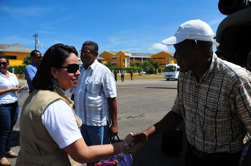 """TRUJILLO, Honduras – Giselle Padilla, the Governor of Colon, greets passengers as they exit a Joint Task Force-Bravo CH-47 """"Chinook"""" following a flight to Trujillo, Honduras, Aug. 27, 2015. Twenty-five patients and their escorts participated in the flight, in order to receive eye care as part of Continuing Promise 2015, a U.S. Southern Command-sponsored exercise that builds partnership with nations throughout Central and South America and the Caribbean. (U.S. Air Force photo by Capt. Christopher Love)"""