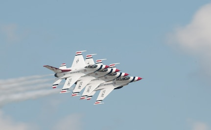 The U.S. Air Force Thunderbirds perform during an air show rehearsal Sept. 18, 2015 at Joint Base Andrews, Md.  The Thunderbirds will headline the 2015 JBA Air Show, Sept. 19, 2015. (U.S. Air Force photo by Senior Airman Dylan Nuckolls/Released)