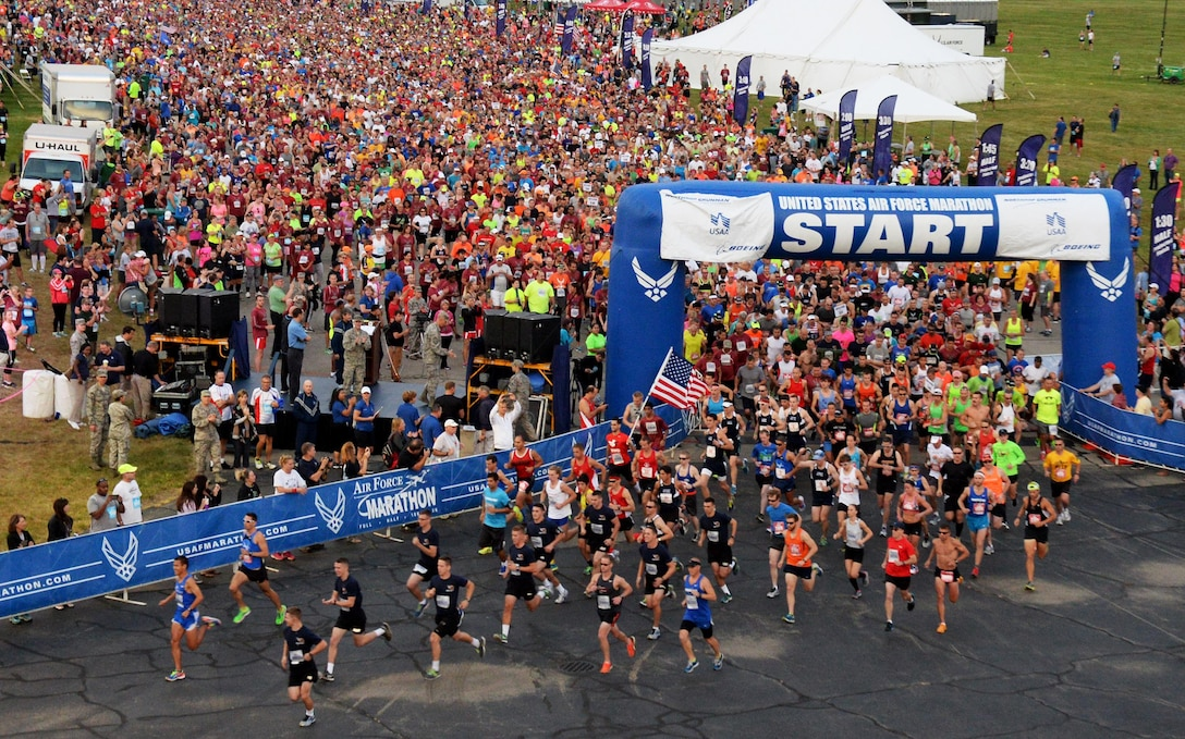Runners take off at the start of the 2015 U.S. Air Force Marathon at Wright-Patterson Air Force Base, Ohio, Sept 19, 2015. (Courtesy photo/Wes Farnsworth)