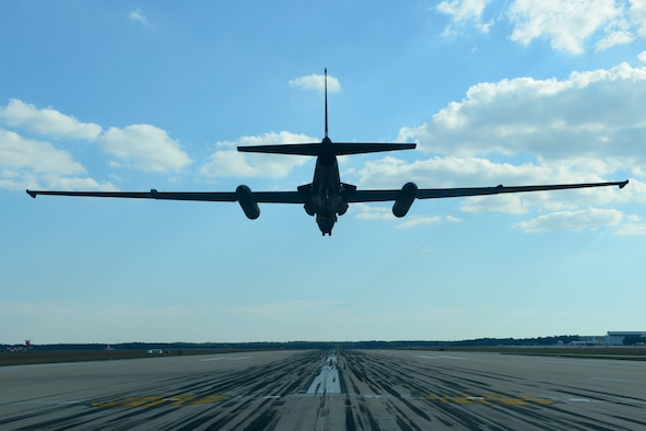 A U-2 Dragon Lady from Beale Air Force Base, California, prepares to land at Joint Base Andrews, Maryland, Sep. 17, 2015. The aircraft was on display during an air show Sep. 19, 2015. This year marks the 60th anniversary of the U-2, one of the oldest operational aircraft in the Department of Defense. (U.S. Air Force photo by Senior Airman Bobby Cummings)