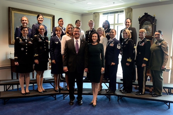 """Secretary of Defense Ash Carter hosted a Lean in Circle with program creator Sheryl Sandberg, Secretary of the Air Force Deborah Lee James and 14 female service members. The event was crowned with Carter announcing the DoD's """"unconditional support for Lean In Circles."""" (Courtesy photo)"""
