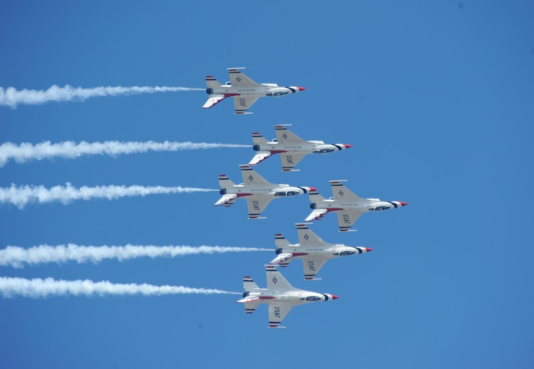 U.S. Air Force Thunderbirds fly in an inverted delta formation at Joint Base Andrews, Maryland, during an air show Sep. 19, 2015. The Thunderbirds and the U-2 Dragon Lady will be on display during the California Capital Air Show at Mather Airport in Sacramento county Oct. 3-4, 2015. (U.S. Air Force photo by Senior Airman Bobby Cummings)