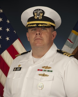 Navy Supply Corps Cdr. Richard Paquette, former commander of Defense Logistics Agency Distribution Pearl Harbor, Hawaii, has been selected for the rank of captain.