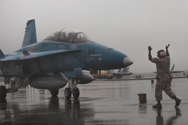 A Marine guides an F/A-18D Hornet on the flight line aboard Marine Corps Air Station Beaufort Sept. 24.The Hornet is from Marine Corps Air Station Miramar and will train at MCAS Beaufort for three week. The Marine is with Marine All Weather Fighter Attack Squadron 533, Marine Aircraft Group 31. The Hornet is with Marine Fighter Attack Training Squadron 101, MAG-11.