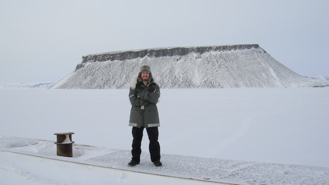 Mentalist/illusionist/comedian Matt the Knife poses in front of Mount Dundas on a tour stop at Thule Air Base, Greenland, in March 2011. (Courtesy photo/Matt The Knife)