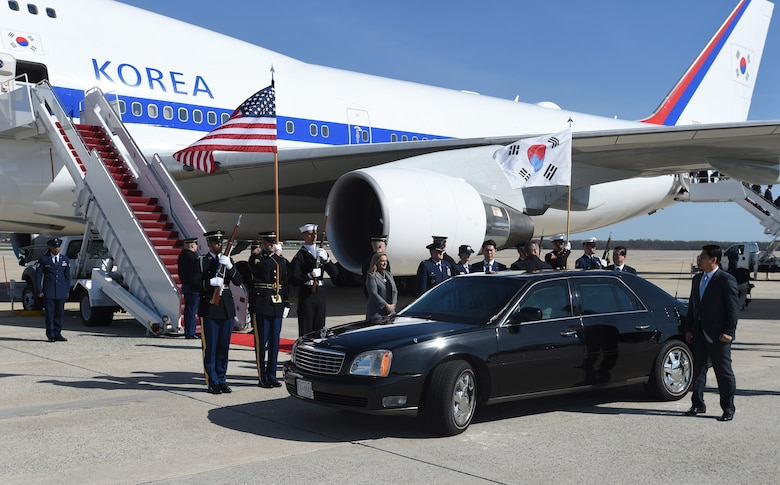 Park Geun-hye, President of the Republic of Korea, prepares to depart after her arrival to Joint Base Andrews airfield, March 30, 2016. One of more than 20 countries that are scheduled to arrive for the 2016 Nuclear Security Summit held in Washington, D.C. The summit provides a forum for leaders to reinforce commitments to securing nuclear materials. (U.S. Air Force photo by Senior Airman Joshua R. M. Dewberry/RELEASED)